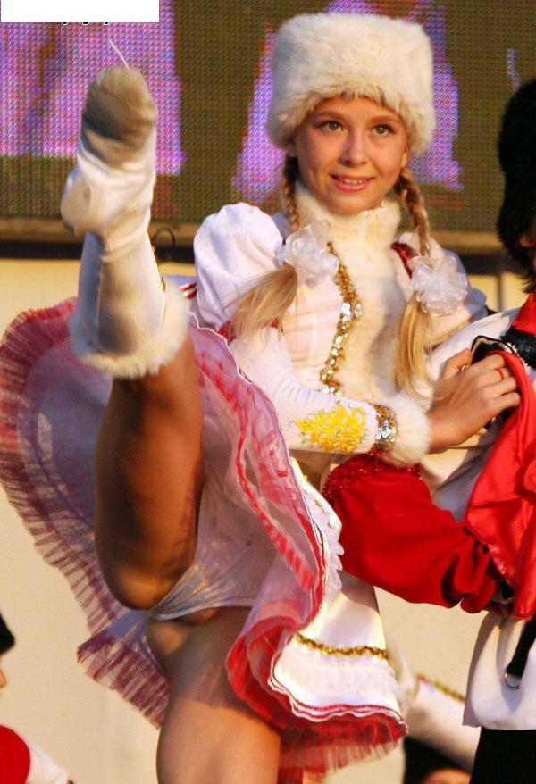 танцы фото без трусиков