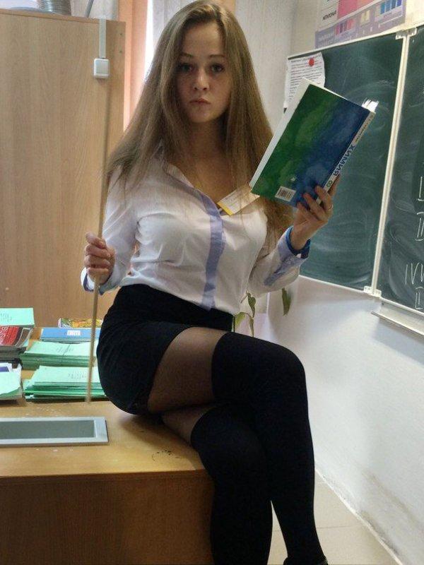 foto-devushek-v-chulkah-i-korotkih-yubkah