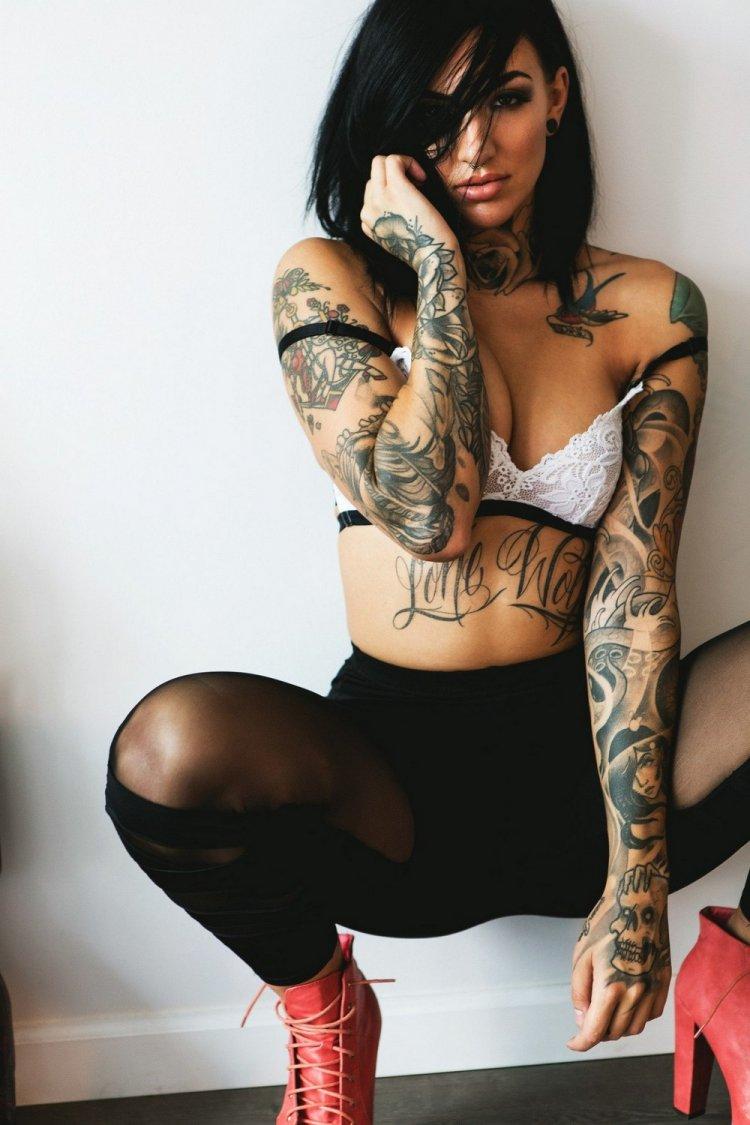 video-tatuirovannih-devushek